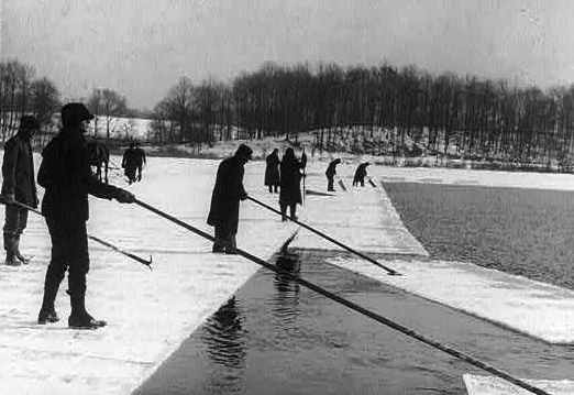 Separating ice sections - c/o Library of Congress Archives